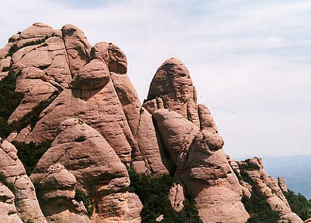 Skalní věže nad Monserratem
